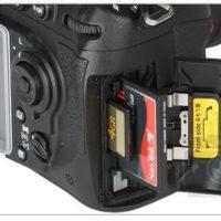 A Nikon D300s trabalha com dois cartões, um CF e outro SD