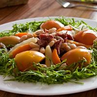 Salada-a-moda-da-casa-com-tomate-e-carne-seca