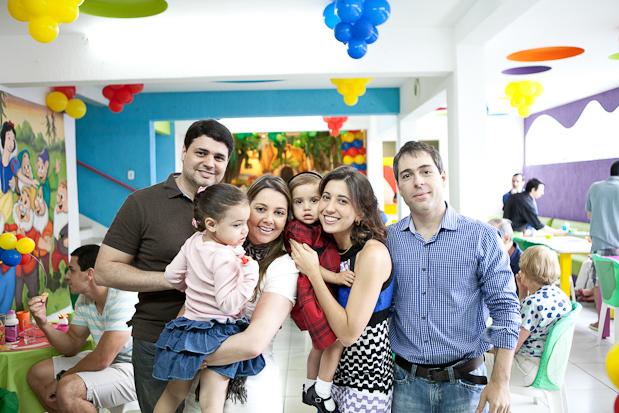 Familia em festa de aniversário 10 Dicas para Fotografar Aniversário Infantil