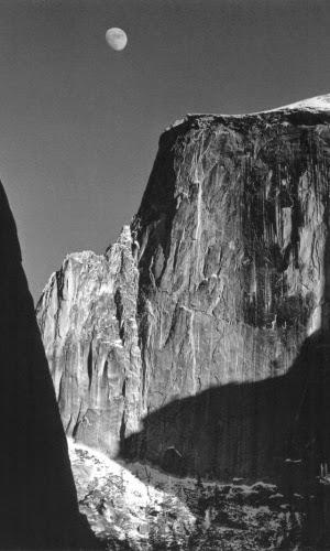"""""""Moon and Half Dome"""" por Ansel Adams"""