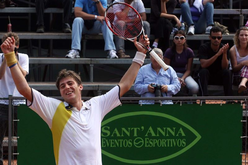Marcelo Demoliner comemora o título do Aberto de Tênis de Santa Catarina 2009 - Câmera principal – Canon 40D – 70-200mm 2.8 @200mm – f/7,1 – 1/640s ISO500