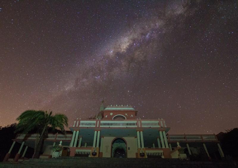 Fazendo Nova Gokula, Pindamonhangaba-SP. Foto por: Rodolfo Alvarenga. Exif: Canon T5i, lente Sigma 10-20mm, f3.5, 30s