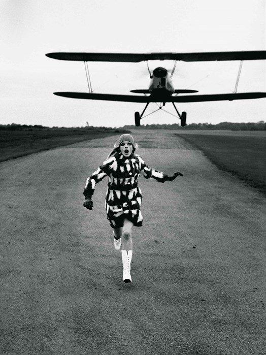 12-British-Vogue-1967-by-Helmut-Newton